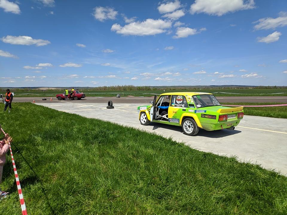 Десятки автівок і сотні байків: масштабне автомотошоу триває на Прикарпатті (ФОТО, ВІДЕО)
