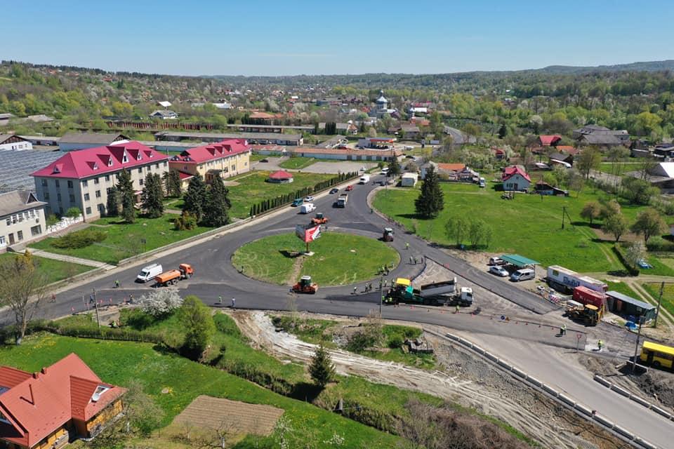 На дорозі P-24 на Косівщині облаштовують кільце (ФОТО)