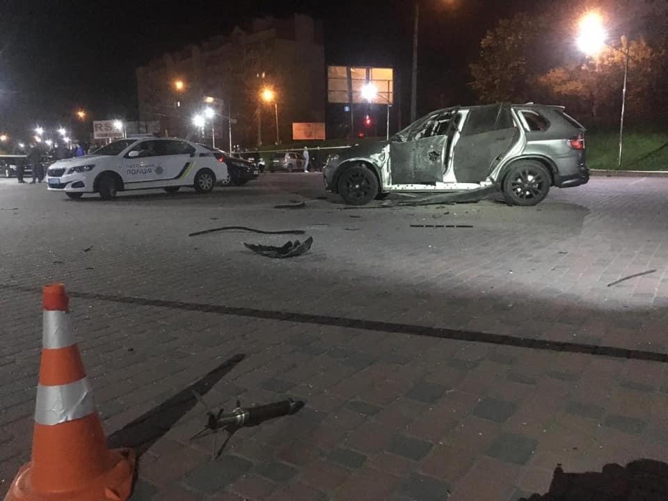У ЗМІ повідомили, чию машину підірвали на парковці у Пасічній (ВІДЕО)