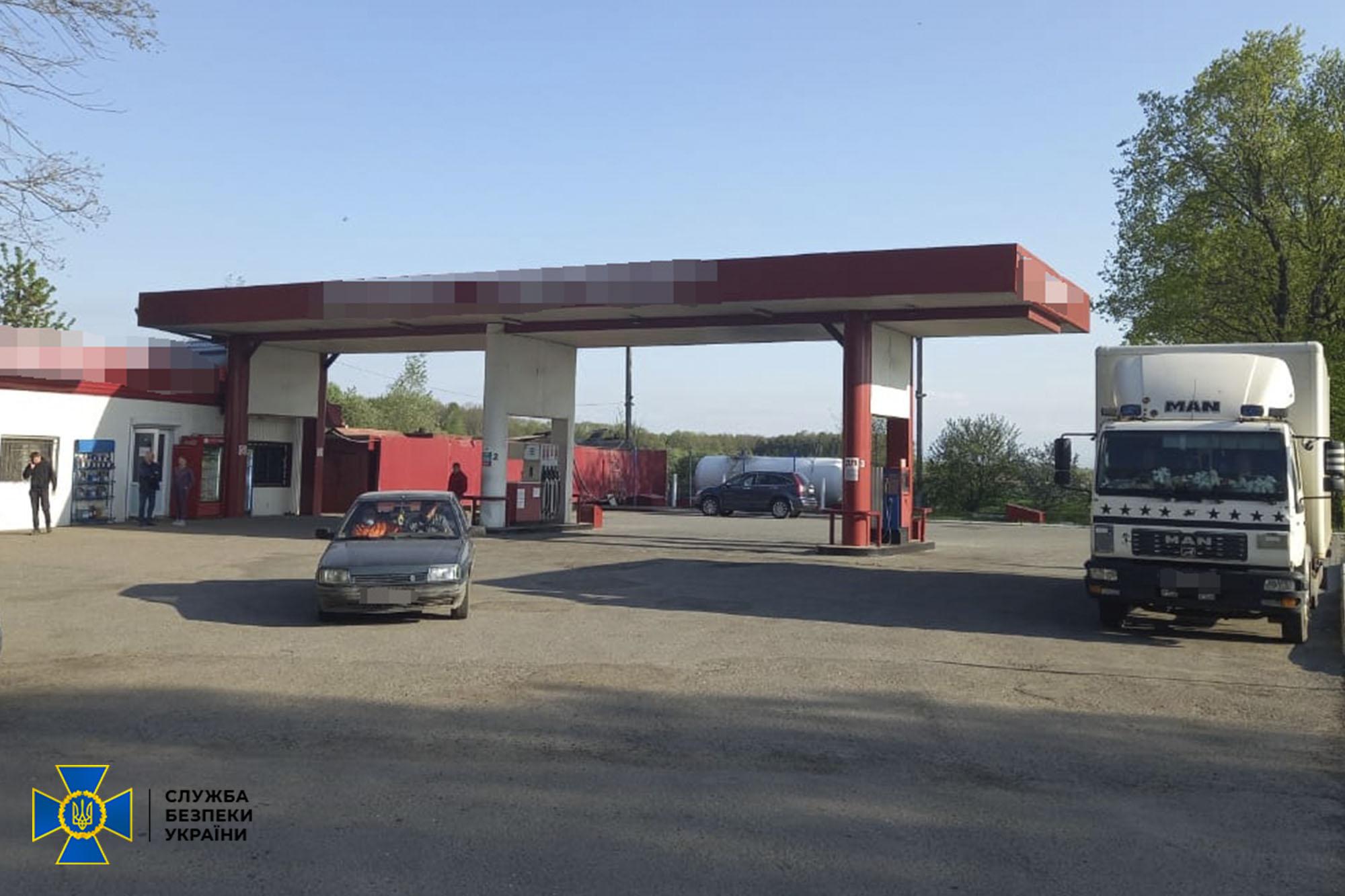 СБУ викрила на Франківщині вісім АЗС, на яких продавали пальне з підпільних нафтопереробних заводів (ФОТО)