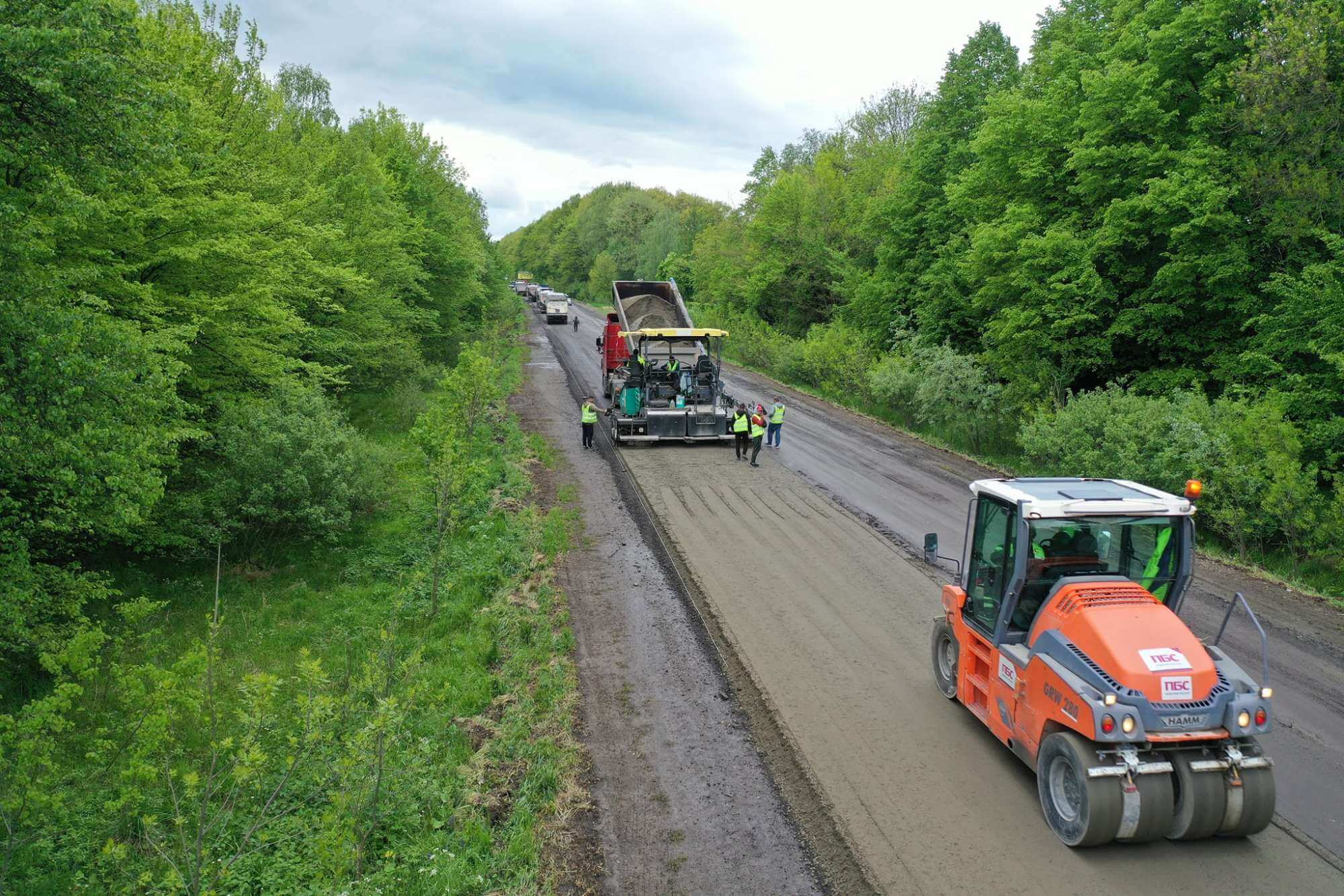 Дорогу національного значення ремонтують на Калущині (ФОТО)