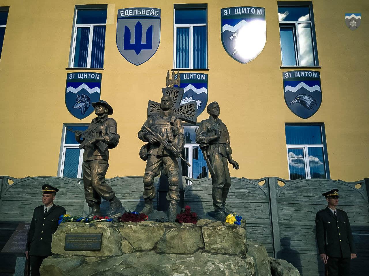 На жаль, треба збільшувати: небайдужих просять допомогти розширити меморіал полеглим воїнам у Коломиї