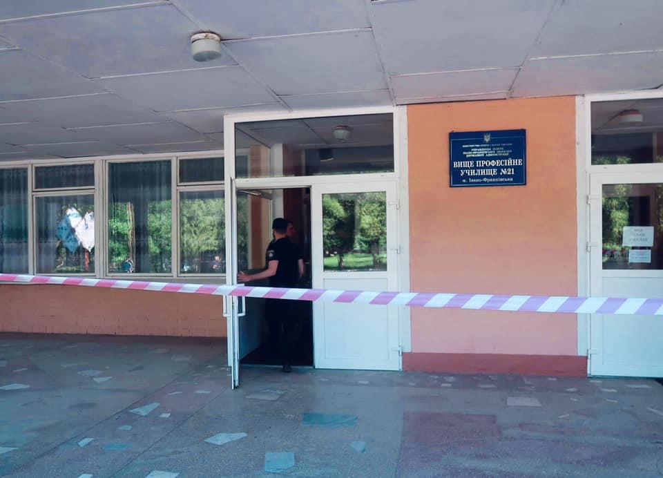 """У Франківську невідомі """"мінували"""" училище – правоохоронці вибухівки не знайшли (ФОТО)"""