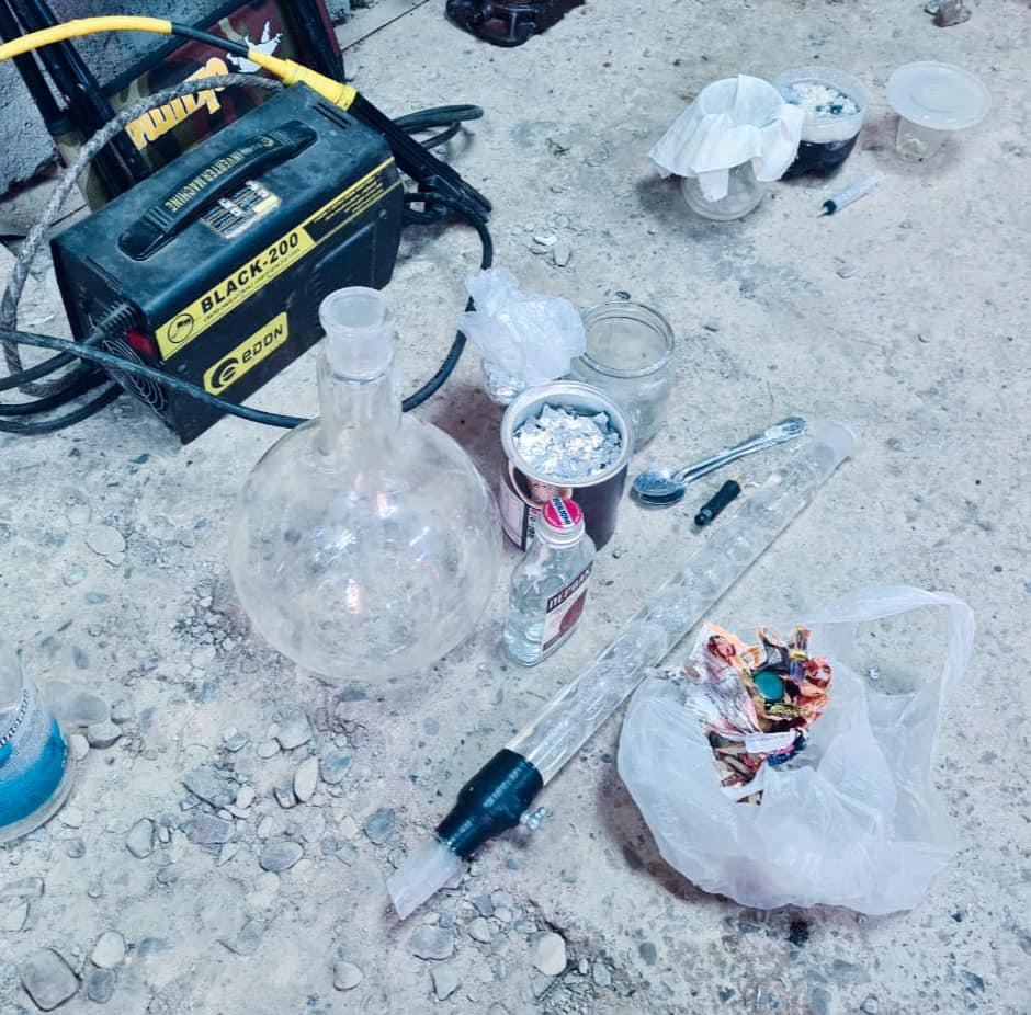 На Прикарпатті чоловік з дівчиною організували наркобізнес (ФОТО)