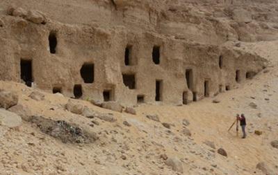 У Єгипті виявили 300 гробниць часів Стародавнього царства