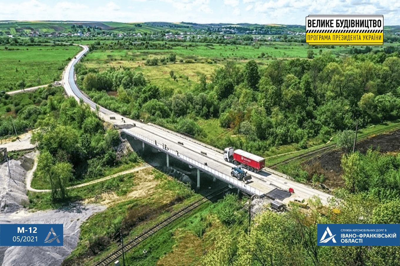 У селі на Рогатинщині ремонтують міст на дорозі держзначення (ФОТО)