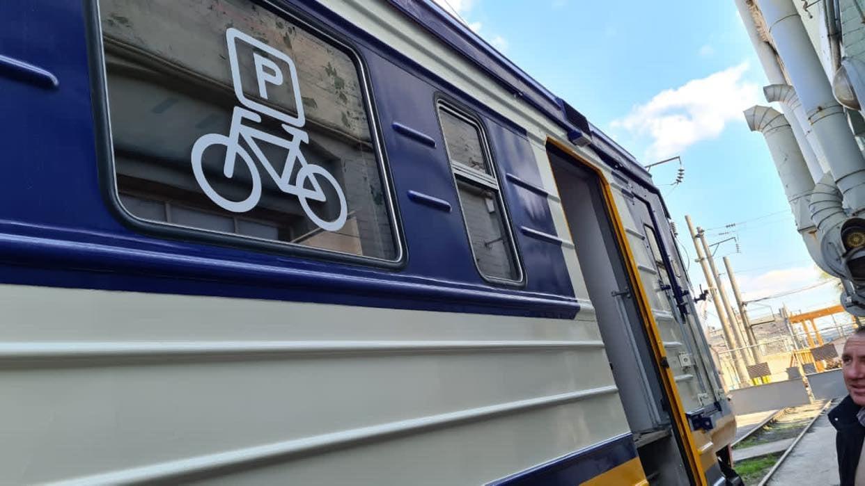 УЗ випустить у рейси електричку із місцями для велосипедів