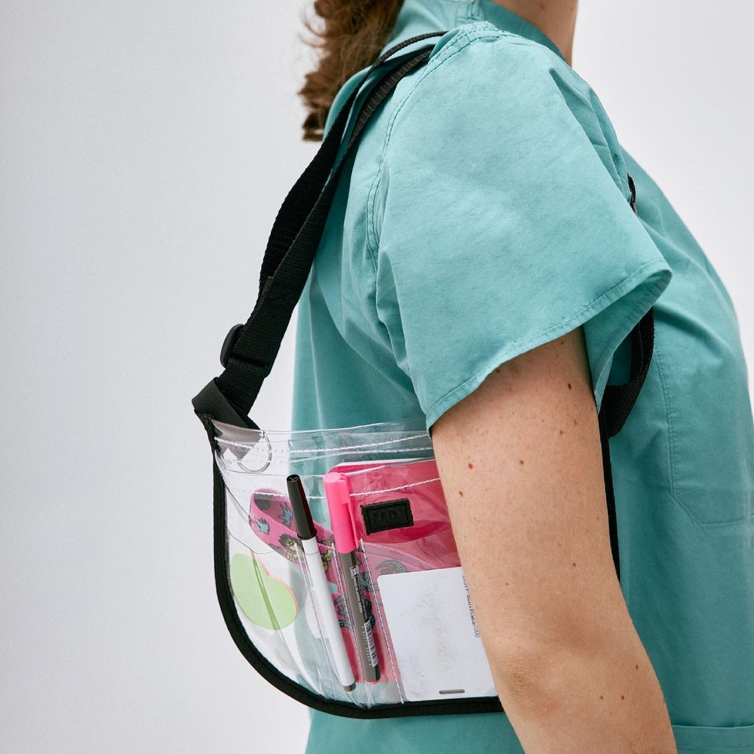 Не лише аксесуар: франківка створила функціональні сумки для медиків, і не тільки (ФОТО)