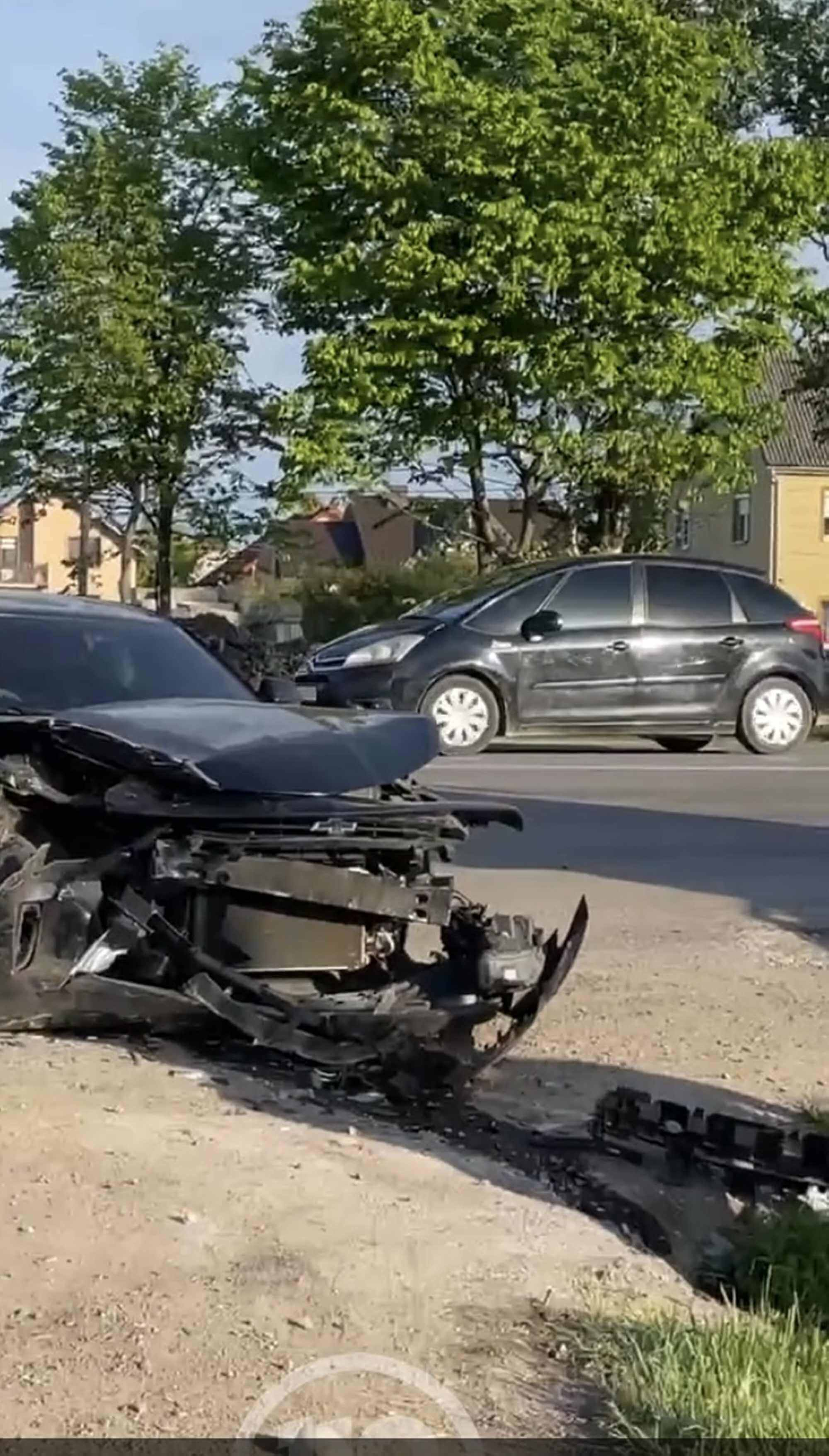 Автотроща в Драгомирчанах: розбиті три машини, є травмовані (ВІДЕО)