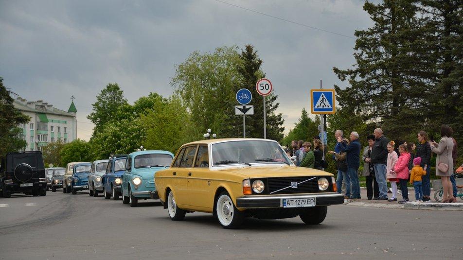 Майже 40 раритетних автівок взяли участь у фестивалі в Долині (ФОТО)