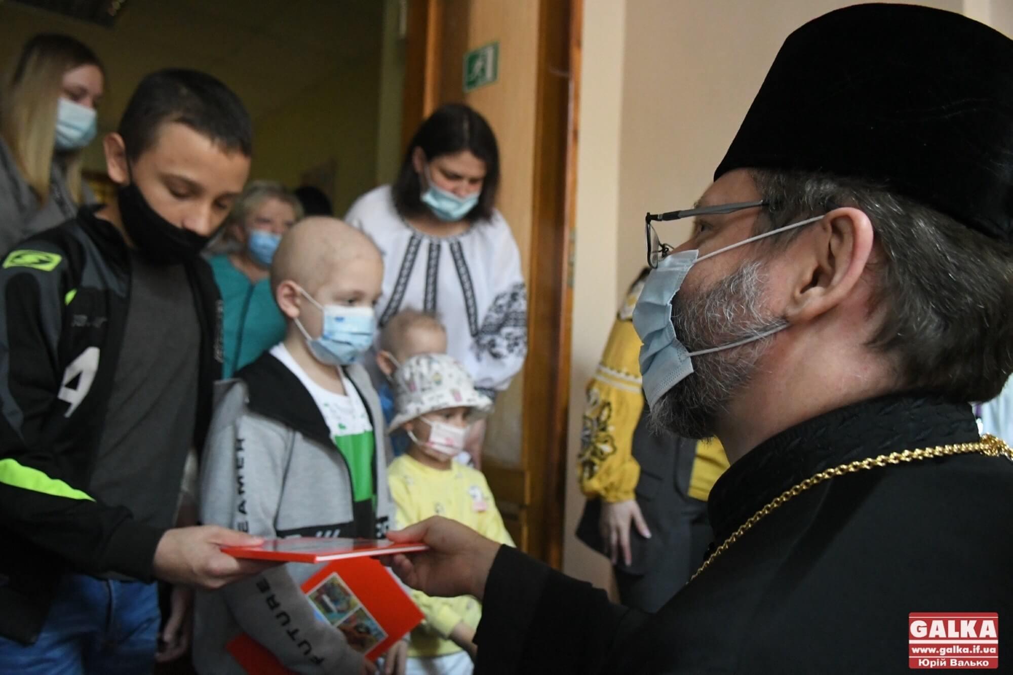 Приїхав помолитися за діточок, які хворіють – Глава УГКЦ Святослав у Франківській обласній дитячій лікарні (ФОТО, ВІДЕО)