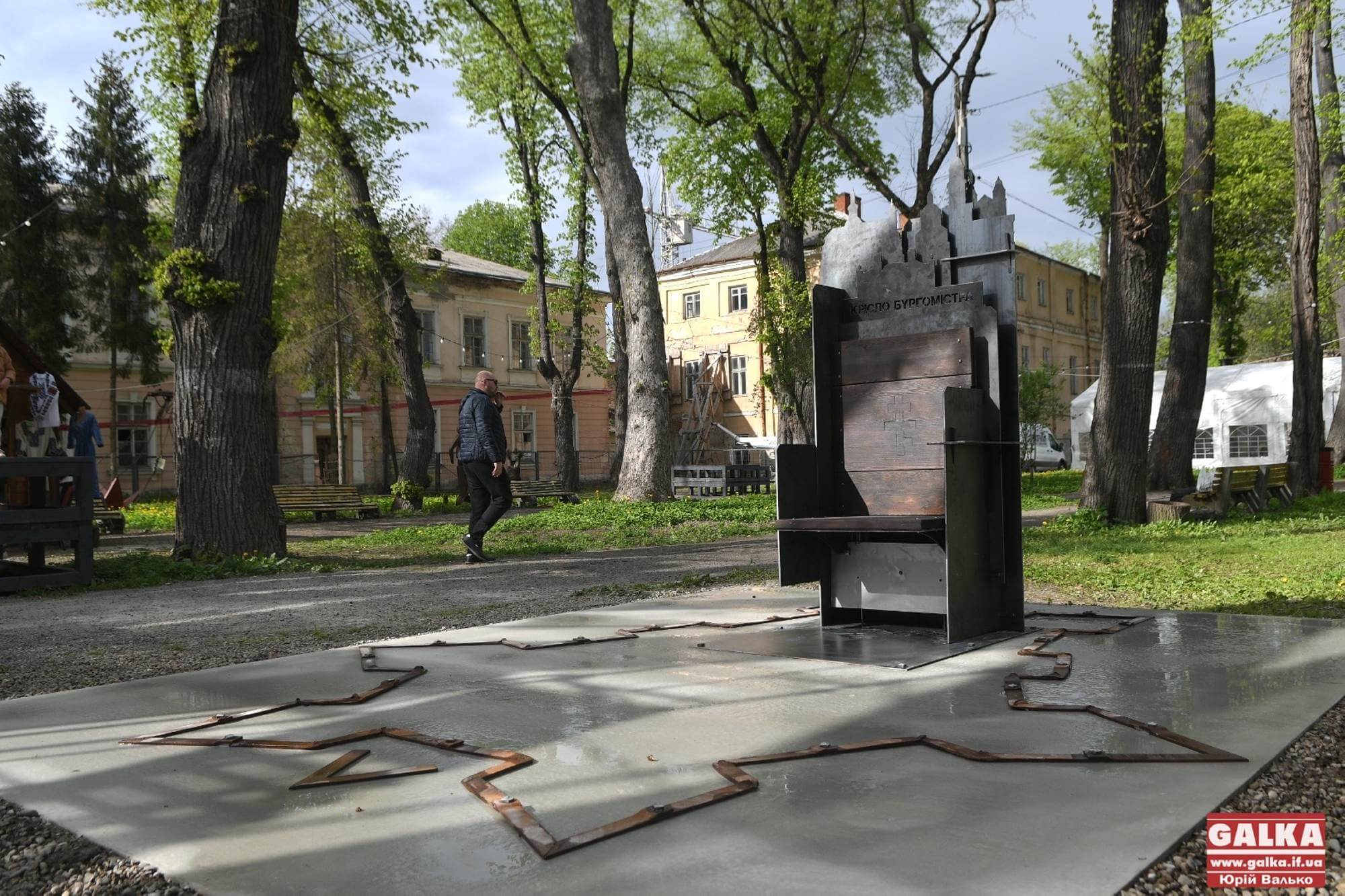 «Крісло бургомістра»: у Франківську презентували нову історичну атракцію із секретом (ФОТО)