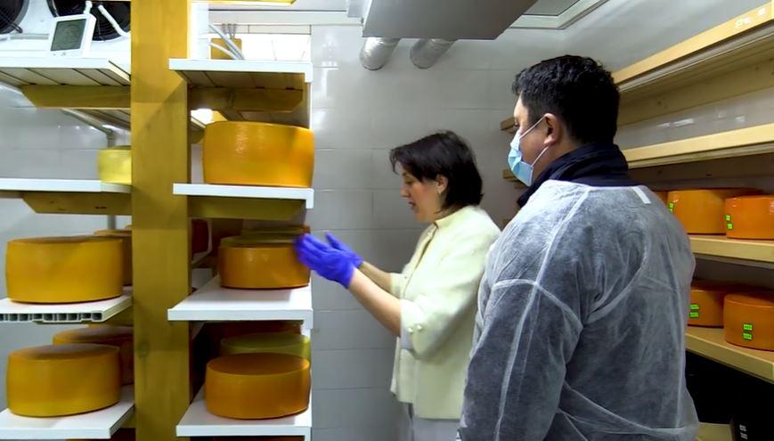 Голова ОДА показав, як на Косівщині працює зразкова гуцульська сироварня (ВІДЕО)