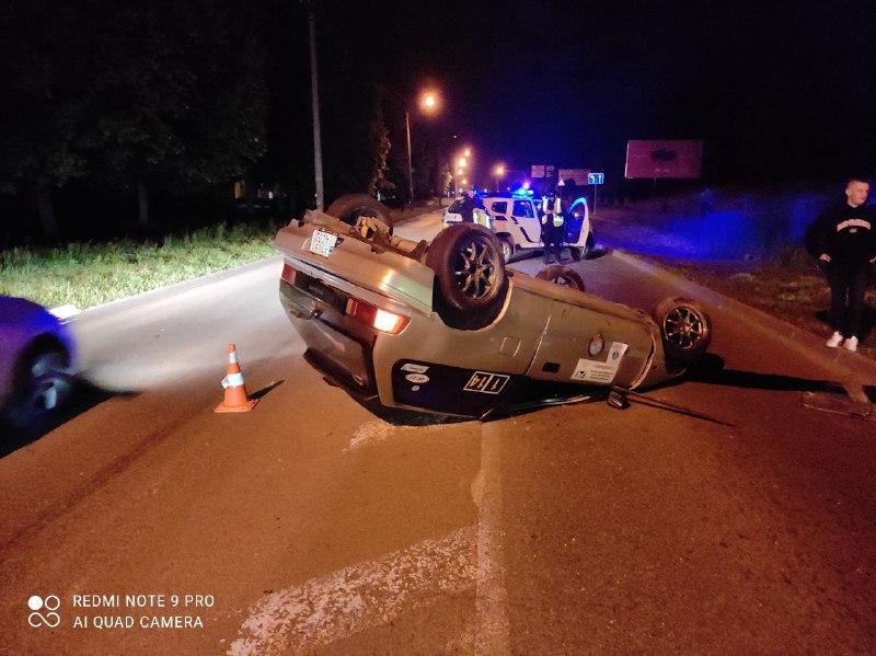 """Вночі на Набережній водій на """"Хонді"""" перекинув авто (ФОТО)"""
