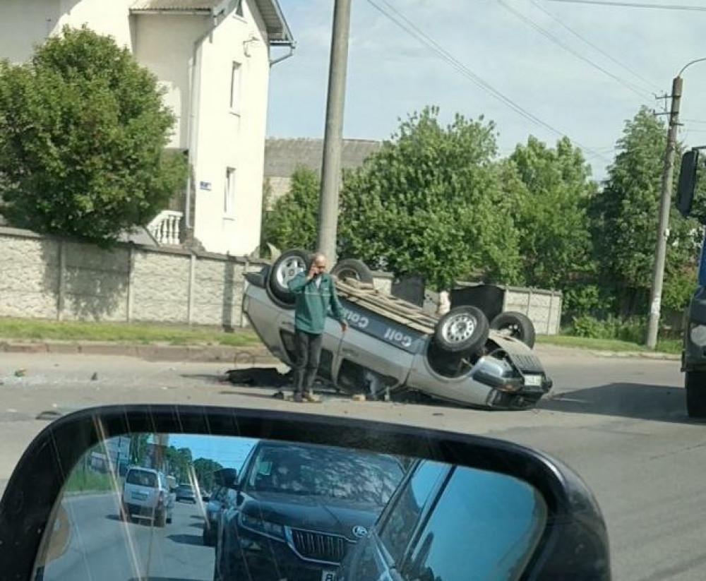 У поліції розповіли деталі аварії в Опришівцях, де авто перекинулось на дах