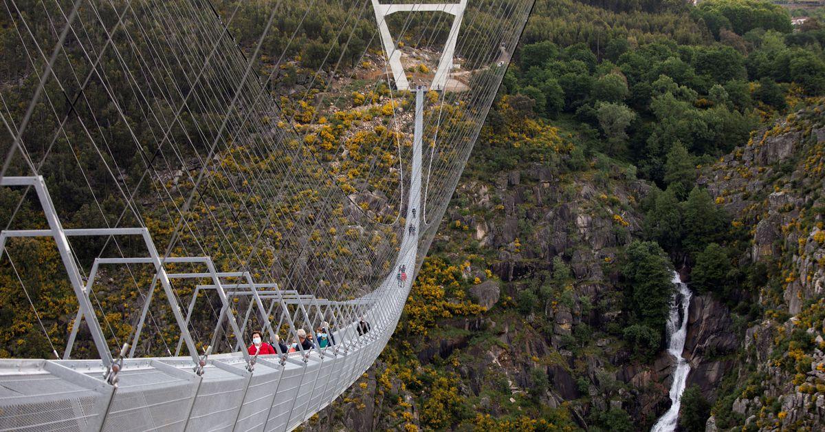 У Португалії відкрився найдовший у світі підвісний пішохідний міст (ВІДЕО)