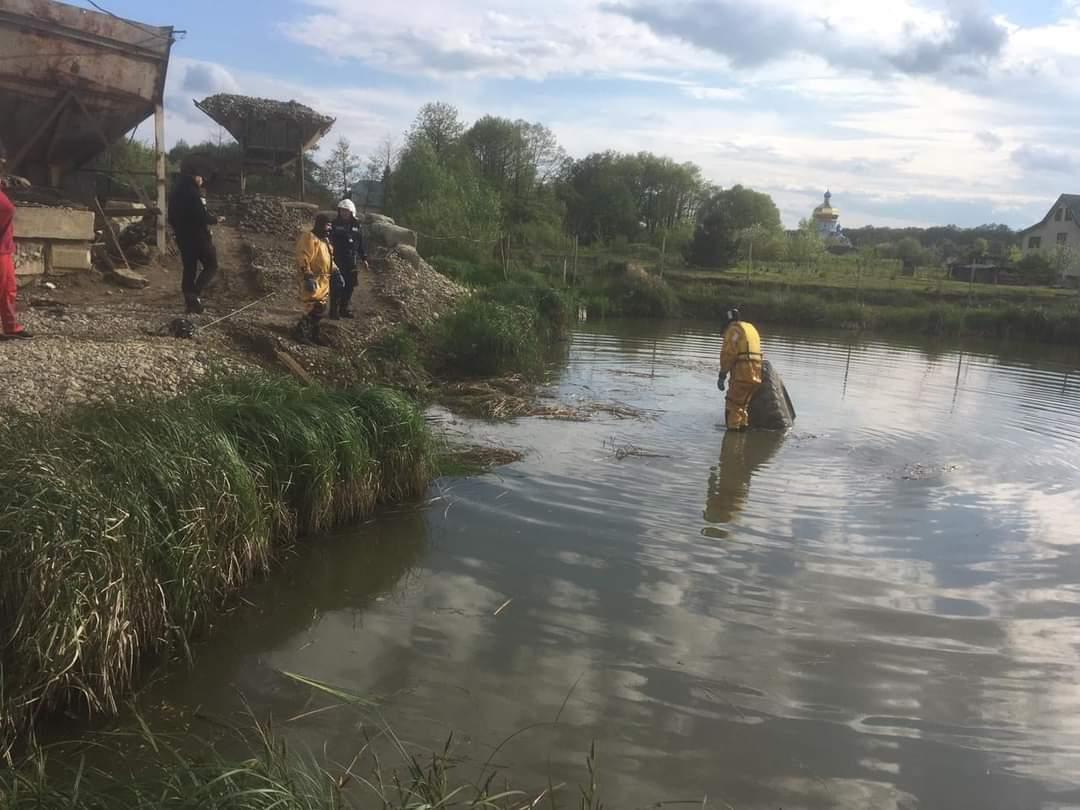 На околиці міста трактор впав у ставок – водій загинув (ФОТО)