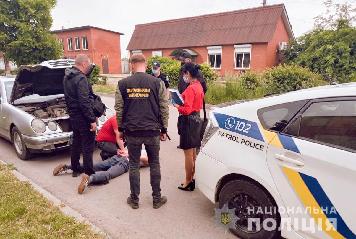 Наркоторговця спіймали у Бурштині (ФОТО)