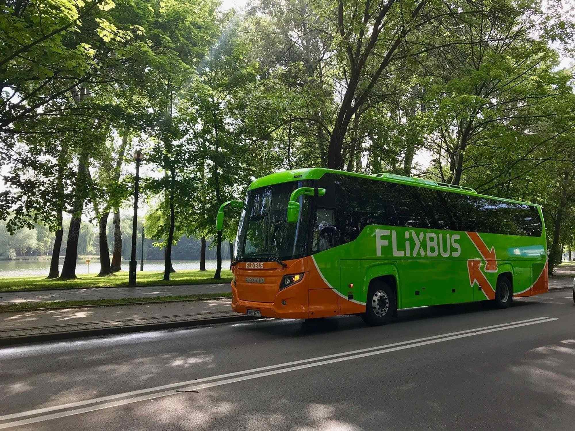 FlixBus запустив перший внутрішній маршрут в Україні. Він курсуватиме через Франківськ