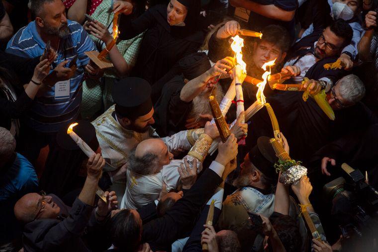 У Єрусалимі зійшов благодатний вогонь. Україна має отримати його пізніше (ФОТО, ВІДЕО)