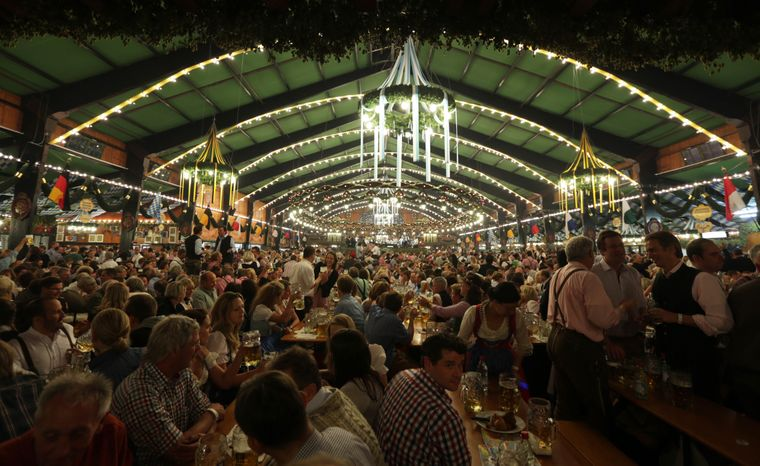 Через пандемію у Німеччині вдруге скасовують найбільший пивний фестиваль у світі