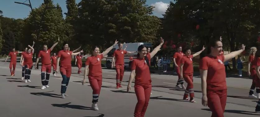 Медики екстреної допомоги Прикарпаття долучилися до всесвітнього танцювального флешмобу (ВІДЕО)