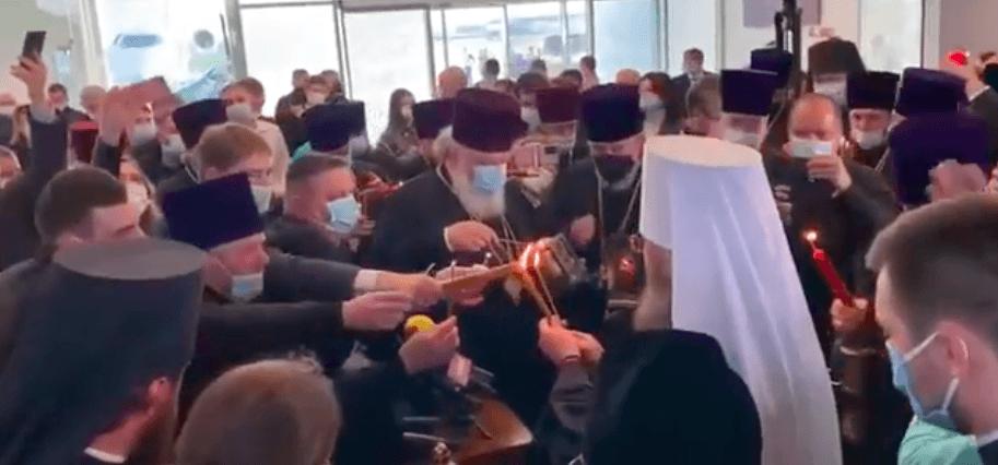 В Україну прибув благодатний вогонь з Єрусалиму (ВІДЕО)