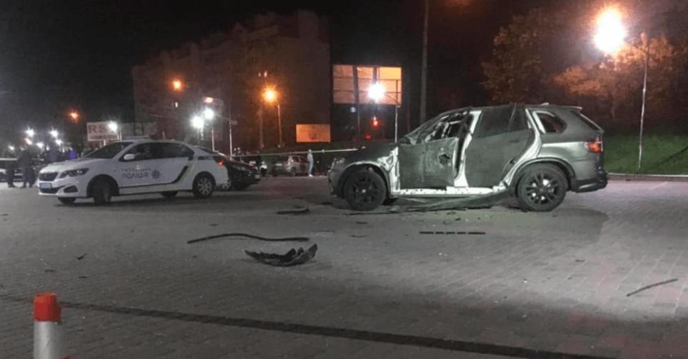 Оприлюднили відео, як підірвали машину на парковці у Пасічній (ВІДЕО)
