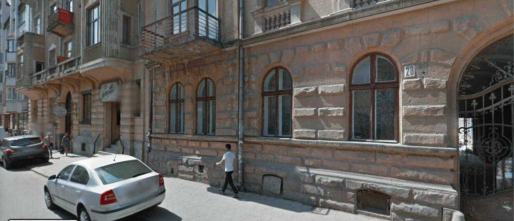 Три нежитлові приміщення у центрі Франківська виставлять на продаж