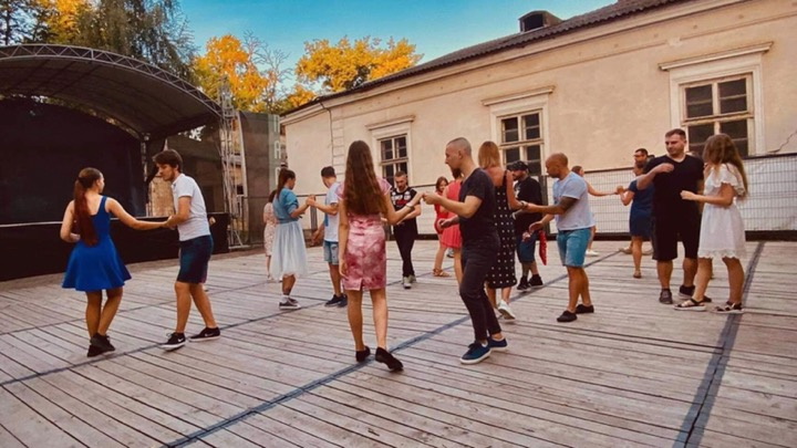 Франківців кличуть потанцювати у палаці Потоцьких