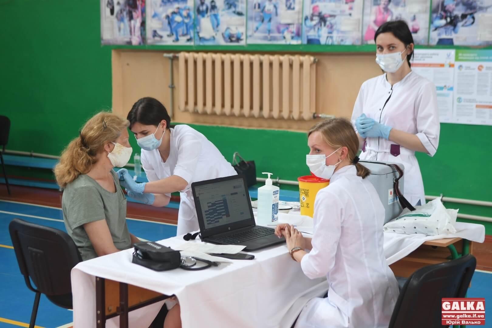 У Верховині, Косові і Надвірній відкрили центри масової вакцинації