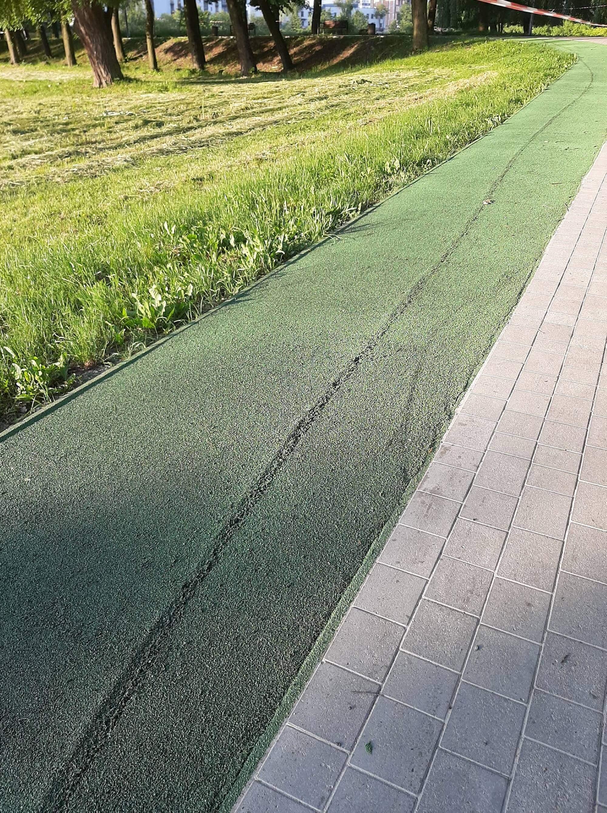 """На """"зеленій"""" біговій доріжці навколо озера видно сліди велосипеда – комунальники пояснили, звідки вони (ФОТО)"""
