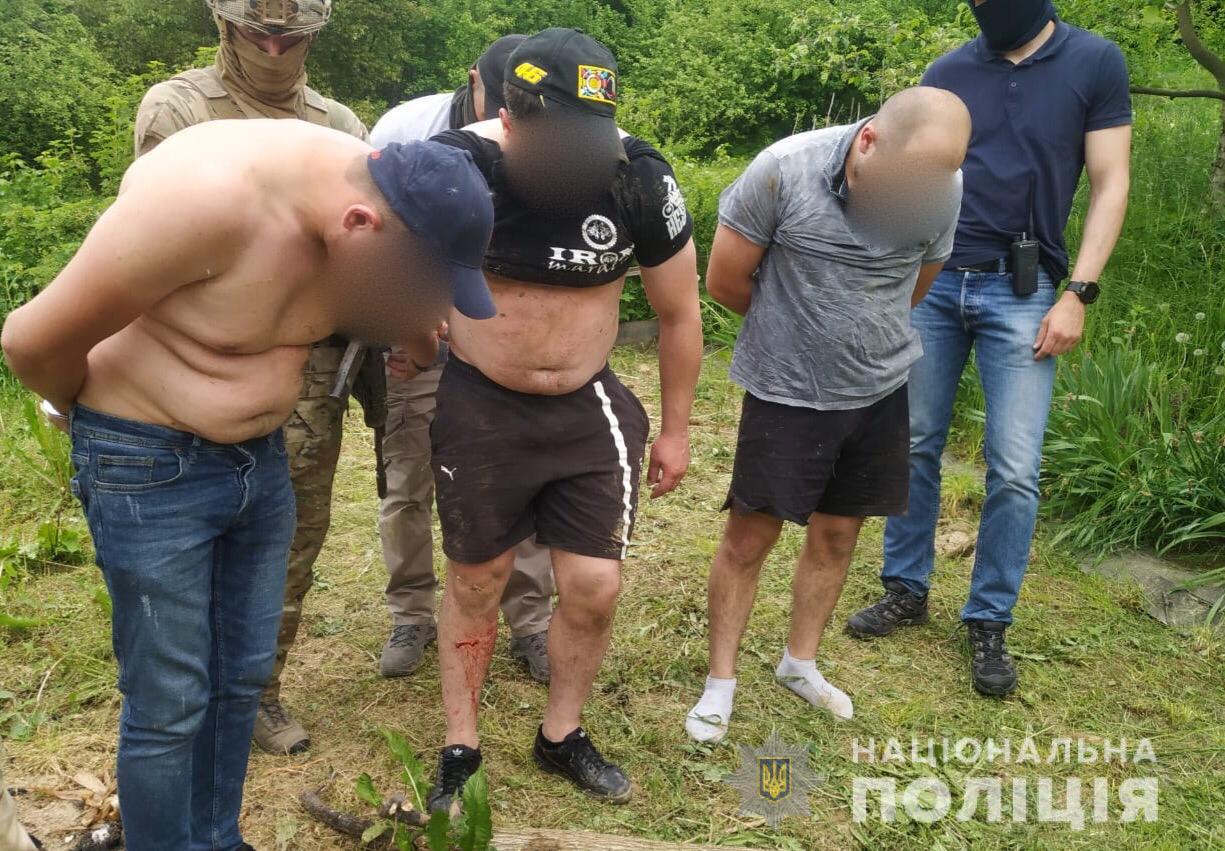 СБУ і поліція викрила потужну групу прикарпатських наркодилерів: свій товар продавали через Telegram