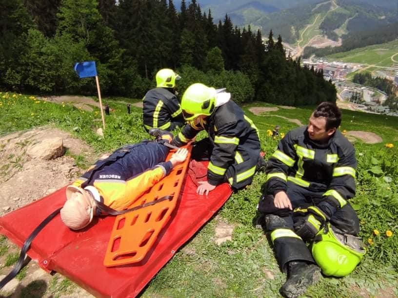 Рятувальники з трьох областей змагалися у Карпатах (ФОТО)