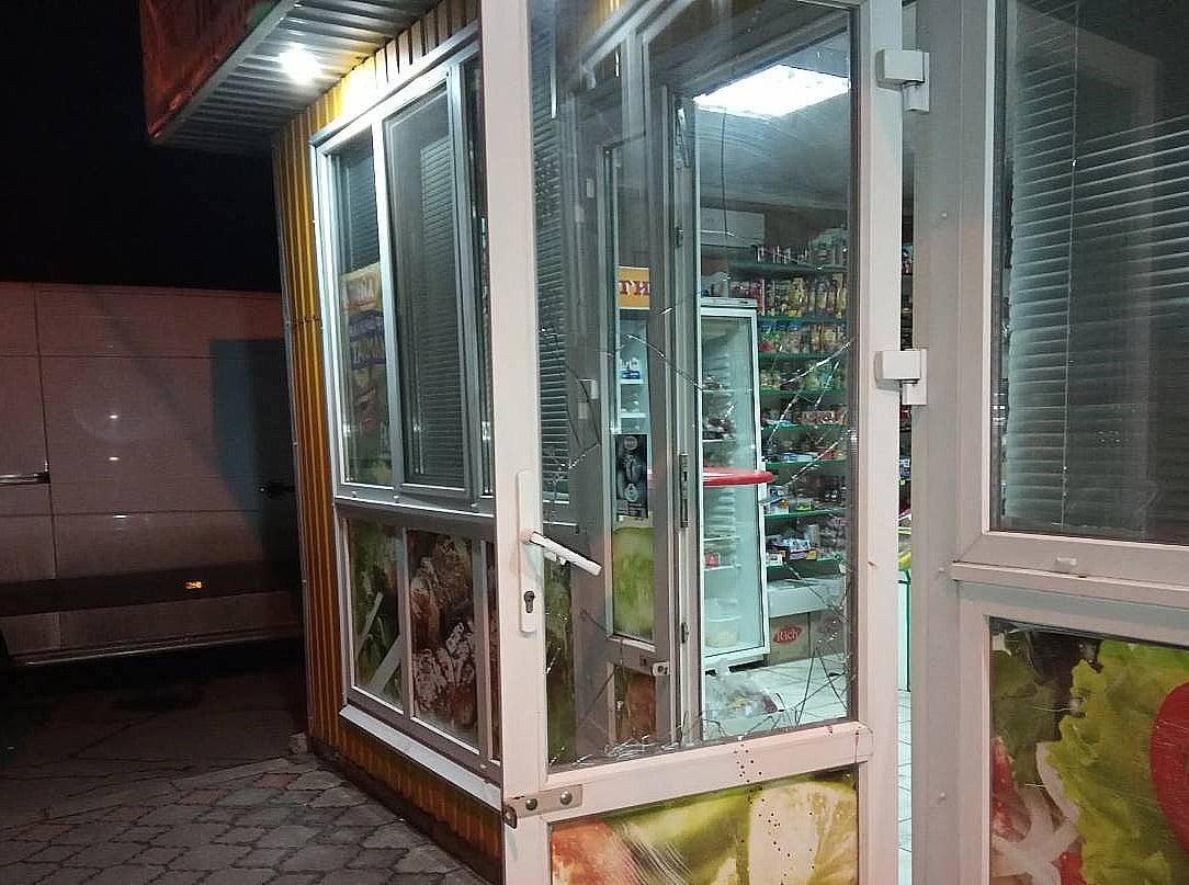 На Коновальця двоє франківців намагалися пограбувати продуктовий магазин – не вийшло (ФОТО)