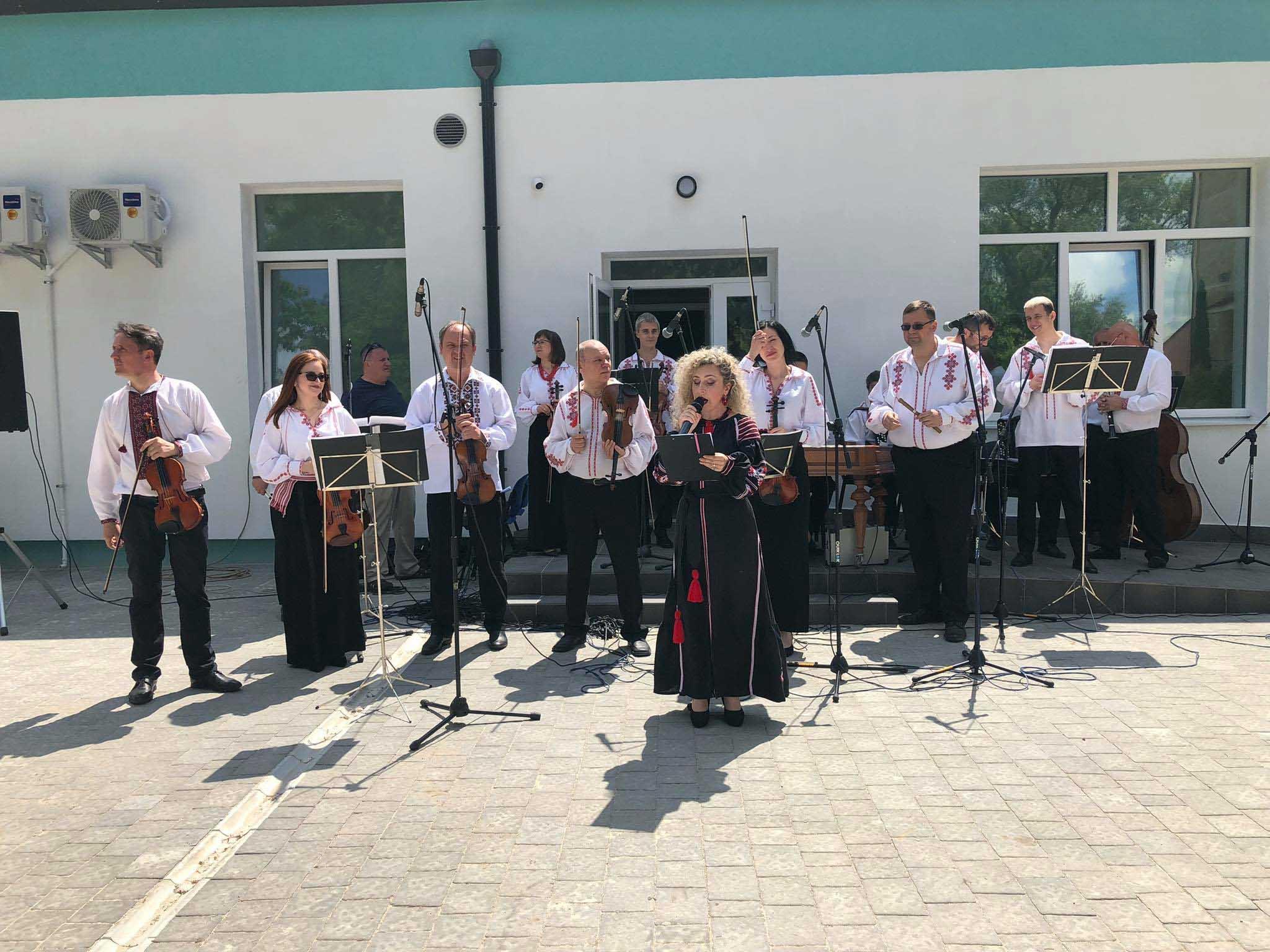 У кожен медзаклад – з українською піснею: урочистим концертом у ЦМКЛ привітали медиків з професійним святом (ФОТО, ВІДЕО)