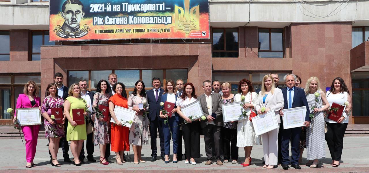 Рятують життя ціною власного здоров'я: у Франківську привітали медиків (ФОТО)