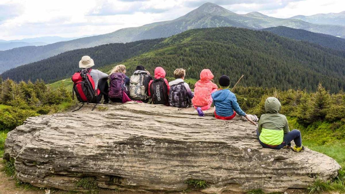 З мандрівками, англійською та спортом: літо у дитячому таборі у Карпатах від Astor School