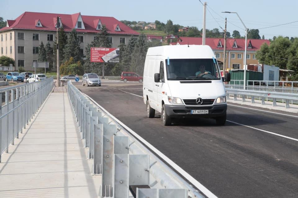Перші автомобілі вже проїхалися відремонтованим мостом у Стопчатові (ФОТО)