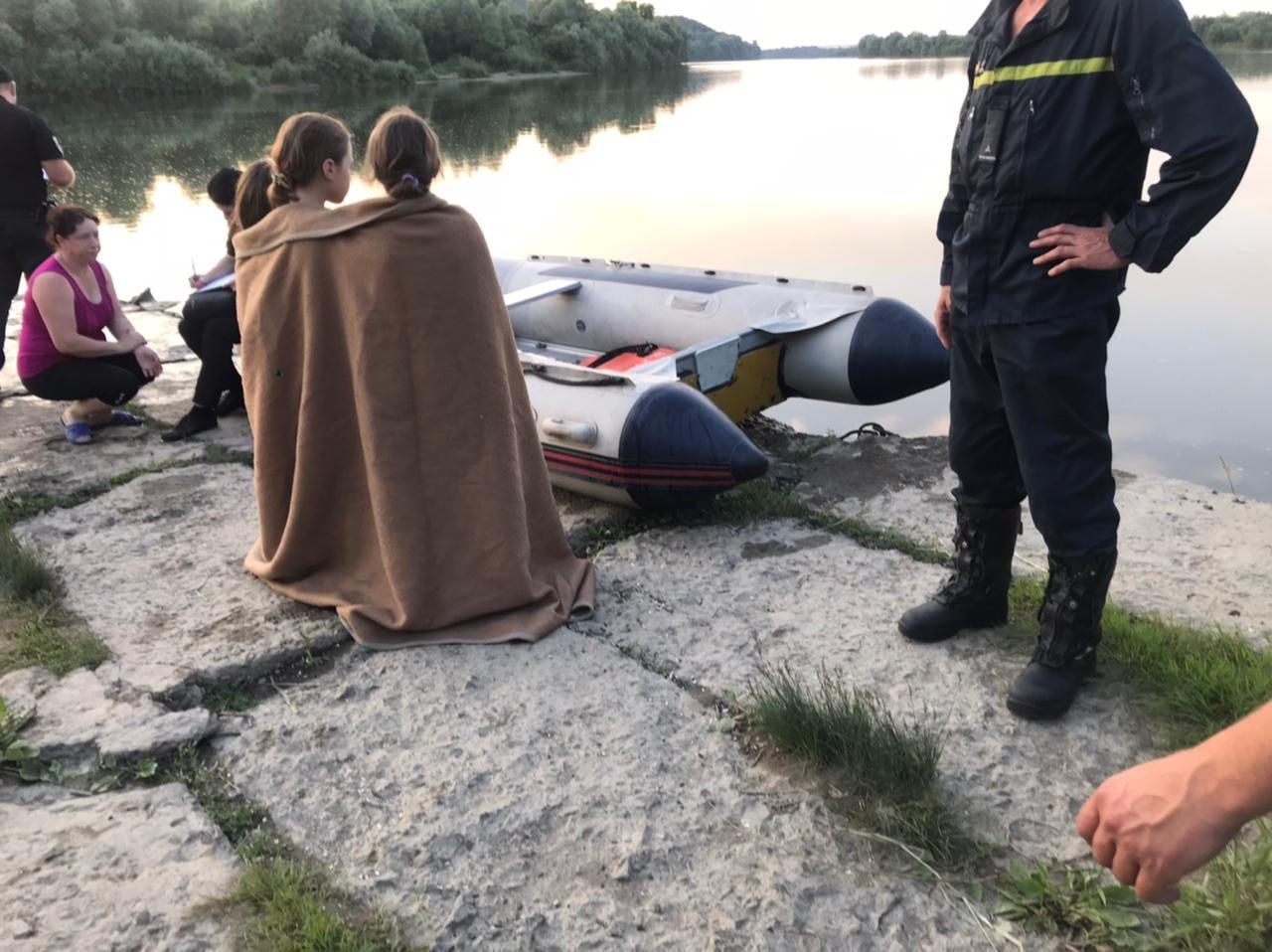 Врятував трьох дітей і зник під водою: у Дністрі під Галичем шукають чоловіка (ФОТО)