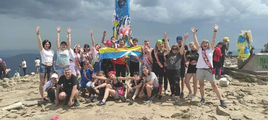 Замість випускного – на Говерлу: 11-класники Дніпра нетипово відзначили прощання зі школою (ФОТО, ВІДЕО)