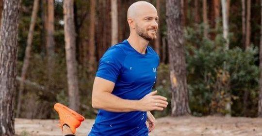 «Як хочу, так і бігаю»: Влад Яма повеселив мережу «танцювальною» пробіжкою у центрі Франківська (ВІДЕО)