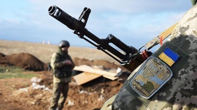 На Донбасі від осколкового поранення загинув український військовий