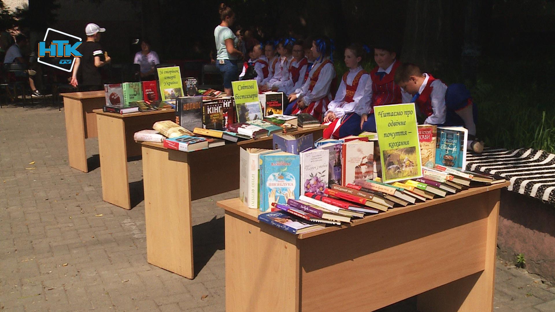 Бібліотека просто неба запрацювала в Коломиї (ВІДЕО)