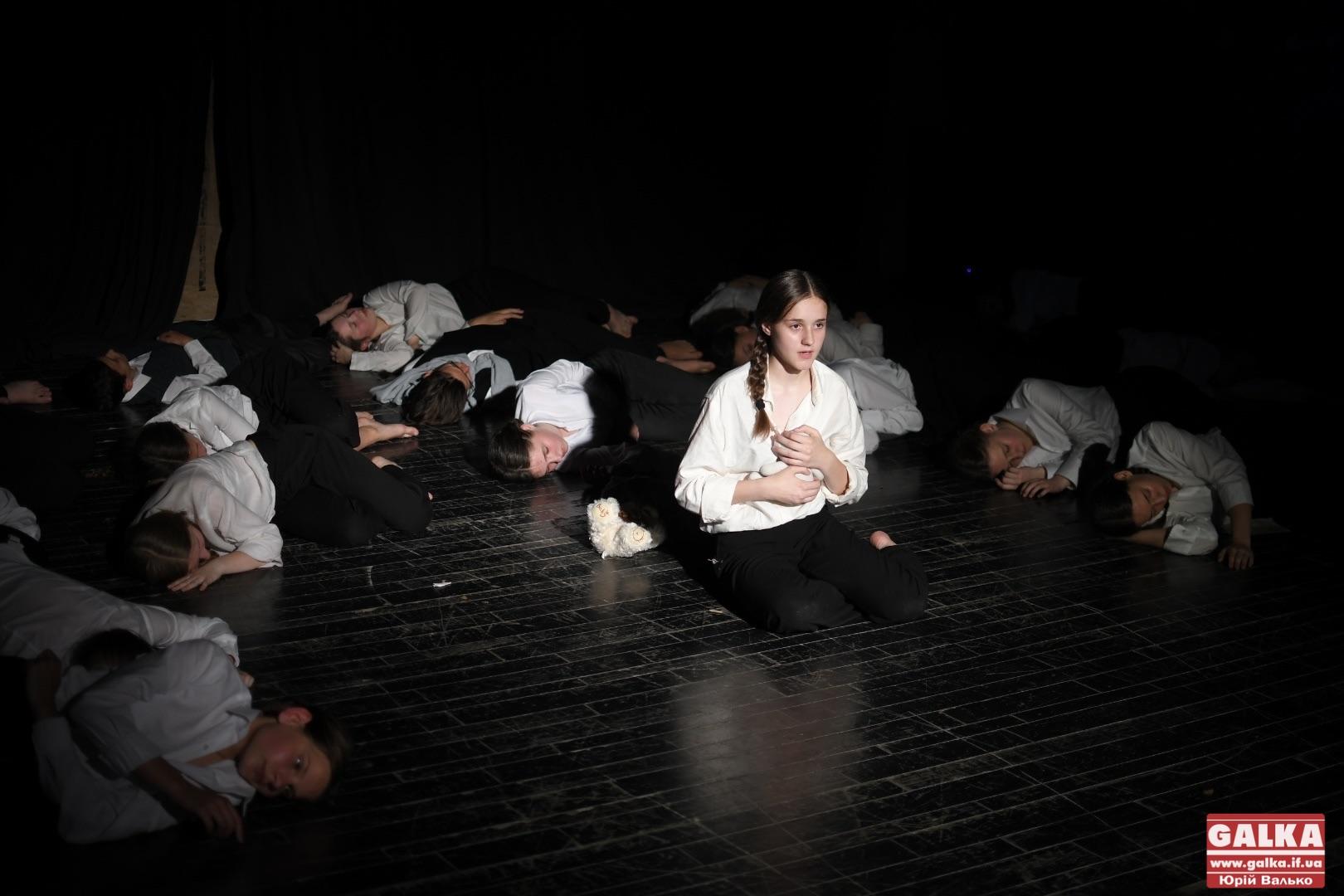 «Бабин Яр»: у франківському драмтеатрі презентували виставу про жертв Голокосту (ФОТО)