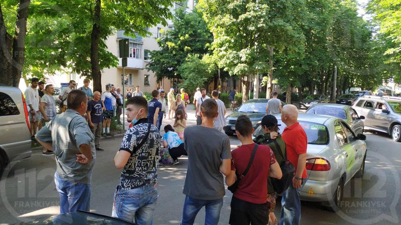 У Франківську  на пішохідному переході збили хлопчика (ВІДЕО 18+)