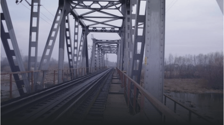 Зачепив лінію електропередач: у Франківську 17-річний хлопець впав з моста