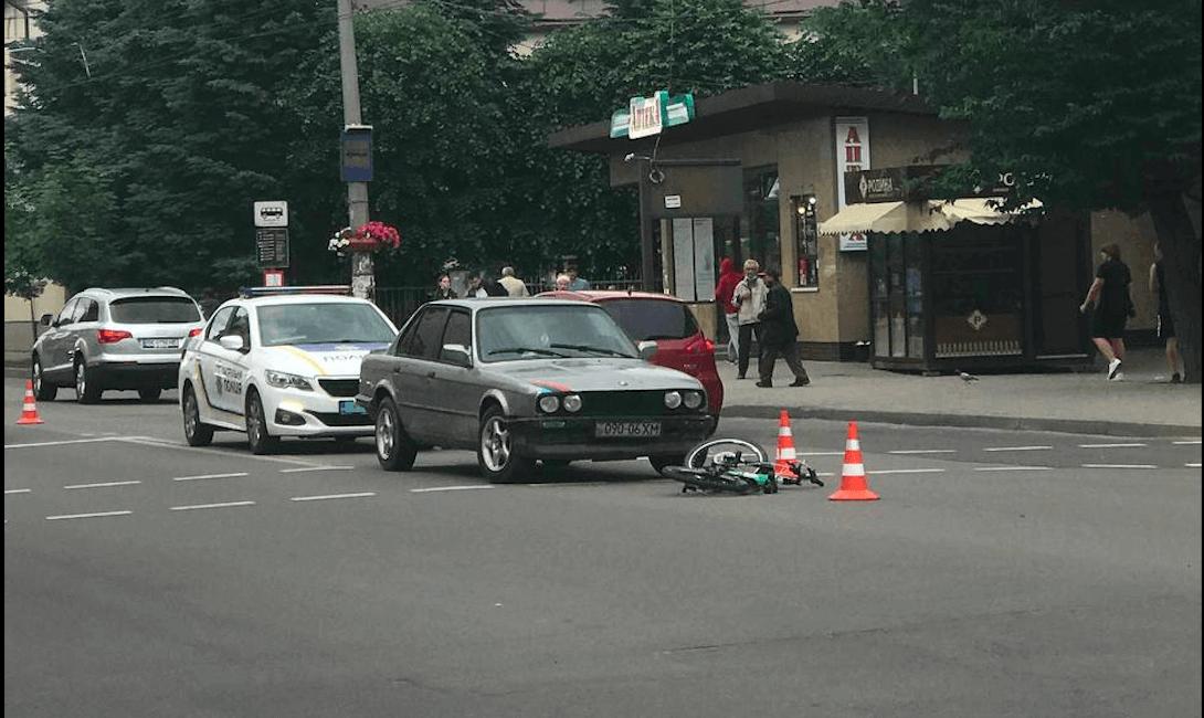 На Незалежності BMW збила 10-річного хлопчика на переході (ФОТО)