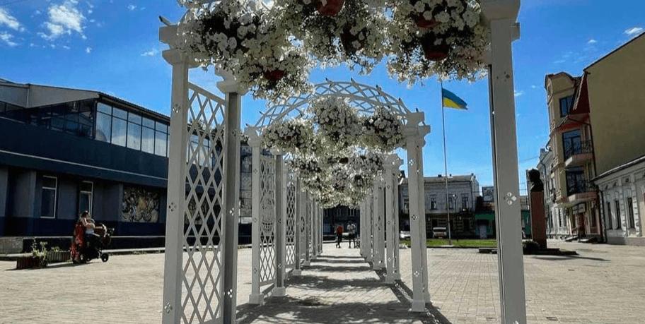 У Коломиї з'явилася нова фотозона з вертикальним озелененням (ФОТО)