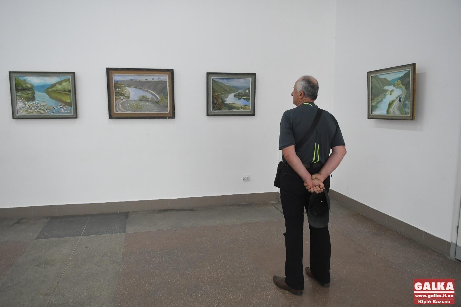 """""""Я зі страху взявся за пензель"""", – у Франківську художник презентував серію картин про захист Дністра (ФОТО)"""